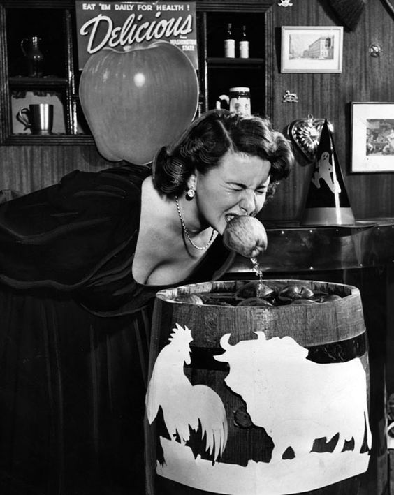 Diane Smith bobbing at the Cock'n Bull, a former restaurant on the Sunset Strip at Sunset and Doheny. Photo circa 1949. (Photographer: Lee Weber / LAPL 00057037) Bizarre Los Angeles